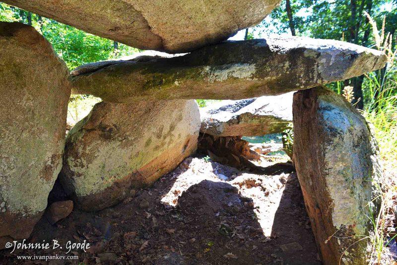 Голям Дервент, Мочукови камъни